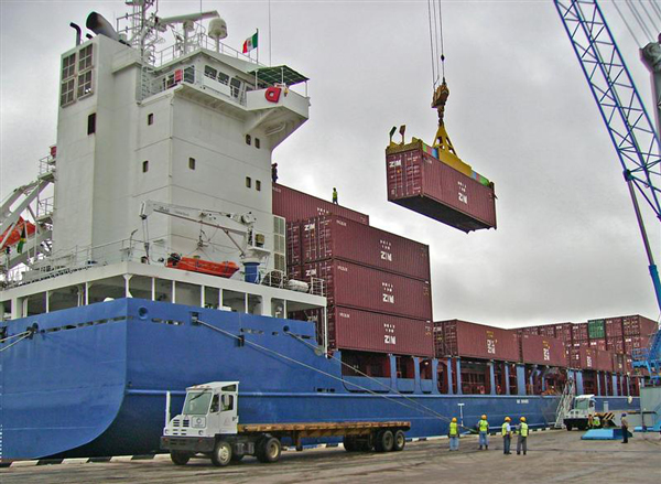 Loading shipping containers onto the ship